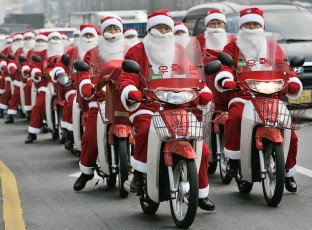Santas_Scooting_South_Korea