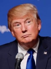 Donald_Trump_August_19,_2015_(cropped) (1)