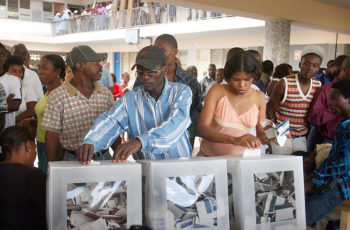 haitians_voting_in_the_2006_elections