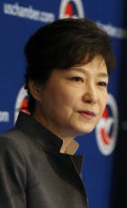 Attending Roundtable Luncheon Hosted by U.S. Chamber of Commerce President Park Geun-hye delivers an address at a luncheon hosted by U.S. Chamber of Commerce, the Federation of Korean Industries, and the Korea-U.S. Business Council at the Willard Hotel on May 8, in Washington D.C. 2013.05.08.(U.S. Estern Time) Cheong Wa Dae -------------------------------------- ¹Ì±¹ »ó°øȸÀÇ¼Ò ÁÖÃÖ ¶ó¿îµåÅ×ÀÌºí ¹× ¿ÀÂù ¹Ú±ÙÇý ´ëÅë·ÉÀÌ 8ÀÏ£¨ÇöÁö½Ã°££© ¿ö½ÌÅÏ D.C. Àª·¯µå ÀÎÅÍÄÁƼ³ÙÅРȣÅÚ¿¡¼­ ¿­¸° ¹Ì±¹ »ó°øȸÀÇ¼Ò ÁÖÃÖ ¿ÀÂù¿¡¼­ ¿¬¼³À» ÇÏ°í ÀÖ´Ù. û¿Í´ë